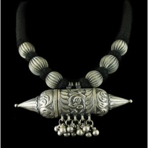 Silver Fancy Design Thread Necklace