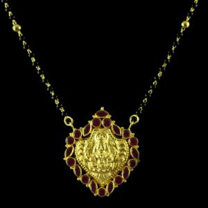 Gold Plated Red Onyx With Black Beats Necklace