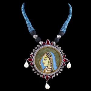 HAND PAINTED THREAD NECKLACE