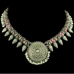 OXIDIZED SILVER FLORAL NECKLACE WITH RED ONYX STONES