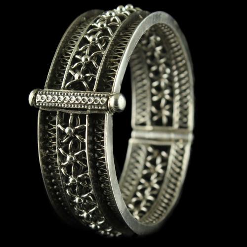 Silver Oxidized Fancy Design Screw Bangles