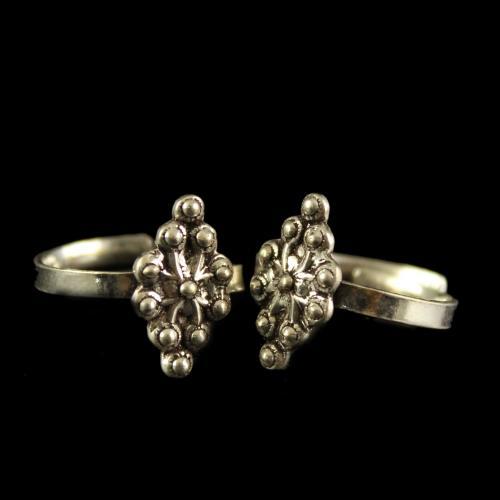 Silver Antique  Design Oxidized Toe Rings