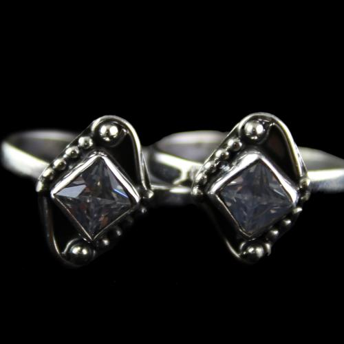 Silver Plated Fancy Design White Onyx Stone Toe Rings