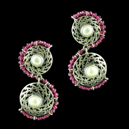 OXIDIZED SILVER EARRINGS WITH RED CORUNDUM AND PEARLS