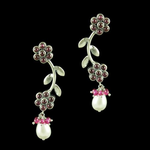 OXIDIZED EARRINGS WITH RUBY AND PEARLS