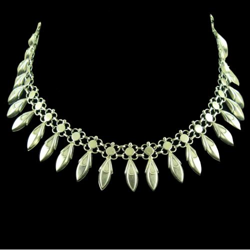 OXIDIZED SILVER FLORAL NECKLACE