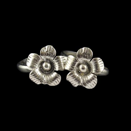 OXIDIZED SILVER FLORAL TOE RINGS