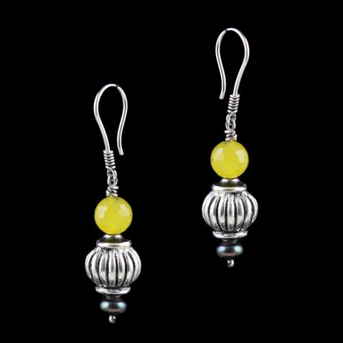 OXIDEZED SILVER HANGING EARRINGS WITH YELLOW CRYSTAL AND BLACK PEARLS