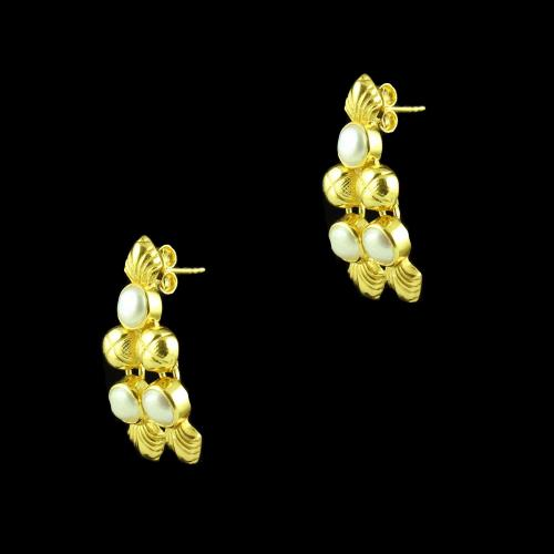 GOLD PLATED FLORAL EARRINGS WITH PEARLS