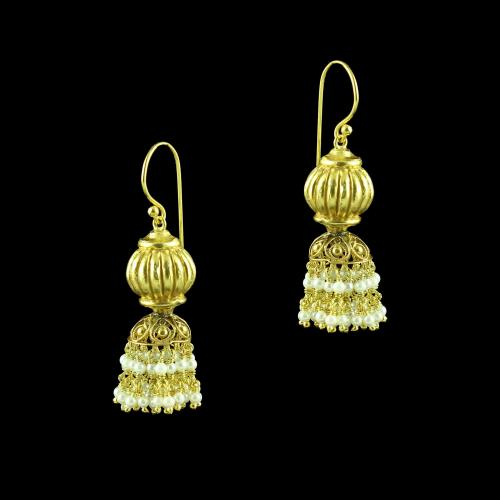 GOLD PLATED HANGING EARRINGS WITH PEARLS
