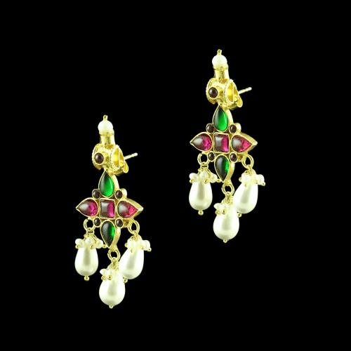GOLD PLATED RED AND GREEN ONYX DROPS EARRINGS WITH PEARLS