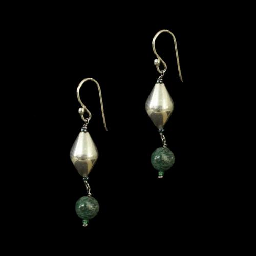 OXIDIZED SILVER EARRINGS WITH GREEN QUARTZ