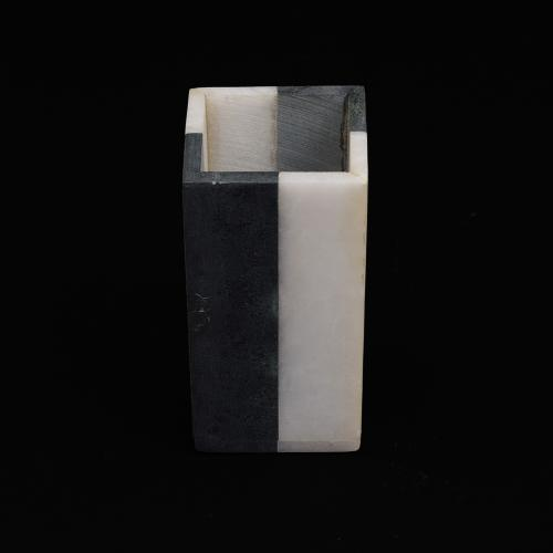 MARBLE BLACK AND WHOTE PEN HOLSER